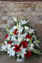 Arrangement of red gerberas and white lilies   Cart branched arrangement of white lilies and roses with loved ones with exotic crafted new business can get past such a lovely wishes.