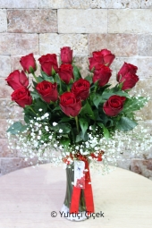 The love-filled design, prepared with 15 red roses in a glass vase, will make your love happy. Approximate Product Size: 40 cm