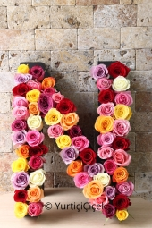 Designed with 60 colored roses in a special box, the design will be very special as it carries the initials of your favorite.