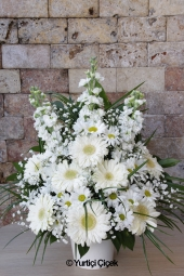 White Lilies , Gerbera Pink and White Roses Inc.  WILL enchanted by the charm of the pink loved ones . Ceramics will be a beautiful day hello gifts prepared arrangement of pink flowers.