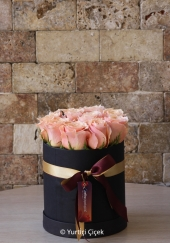 Designed with 16 pink roses in Kut, you can create a sweet and special surprise for your loved ones.