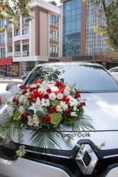With orange roses in a round box, you can present a special and meaningful gift for your loved one, and you can feel loves fire in your heart.