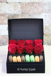 It is enough to make your special design lovers happy with the macarons and red roses in the box.