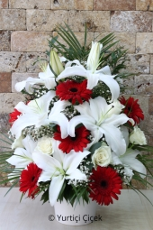 Has been the most beautiful gift of flowers to describe your love for each period. Make your loved ones happy with a flower arrangement.