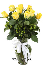 9 Piece Hot Love Feel The Meaning of Carrying roses to charm the lover in the prepared vase with bouquet of yellow roses.