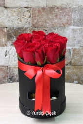 You can also send tasty chocolates to your loved ones with the design prepared with rose from 8 to 11 in the round box with drawers.