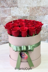 Designed with 15-20 red roses in the box, the design will bring moments of happiness with special presentation to your loved ones.