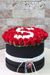 It will be a happy surprise to your loved ones who are prepared from red and white roses in an oversized box.