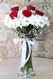 The best way to tell your love will be sent in a glass vase with white daisies and roses design 5 .