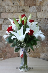 If you are looking for a gift worthy of her love glass vases of red roses and white lilies and flowers you are looking for a full five.