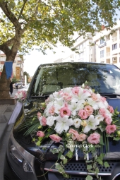 With your arrangement made with white roses and purple orchids, you can make your loved ones very, very happy. Approximate Product Size: 25 cm