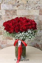 With 41 red rose vases, the design will tell your loved ones what is going on in your heart. Approximate Product Size: 40 cm