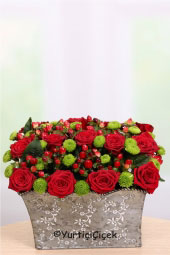 In your heart to your loved ones with aesthetic arrangement of red roses and green harvesting can you tell us a little touch.