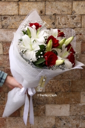 White Lilies: 3 Dal, Red Rose: 6 Piece Special days are special flowers. Prepared with a bouquet of white lilies and red roses crowned immortal moments.