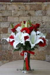 Lilies: 2 Pieces, Red Rose: 5 Piece, Red Gerbera: 6 pcs   Lilies in a glass vase, roses and gerberas unutmadığınızı never show them to your loved ones with prepared design.