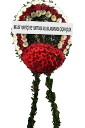 Wreath of red and white flowers 