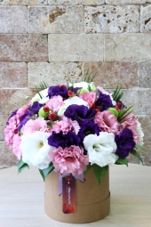 What do you say to send the excellence of spring with the arrangement prepared in the special box of the colors of the lisianthus flower?